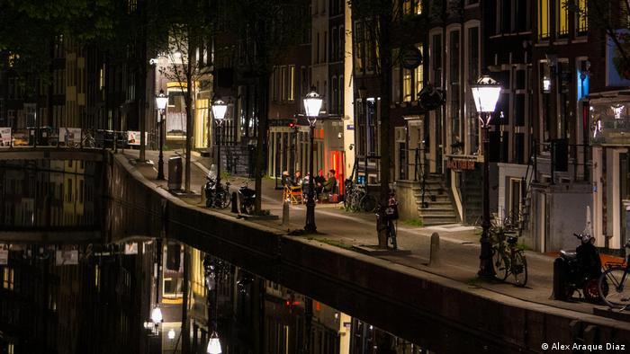 Opustoszała dzielnica czerwonych latarni w Amstedamie