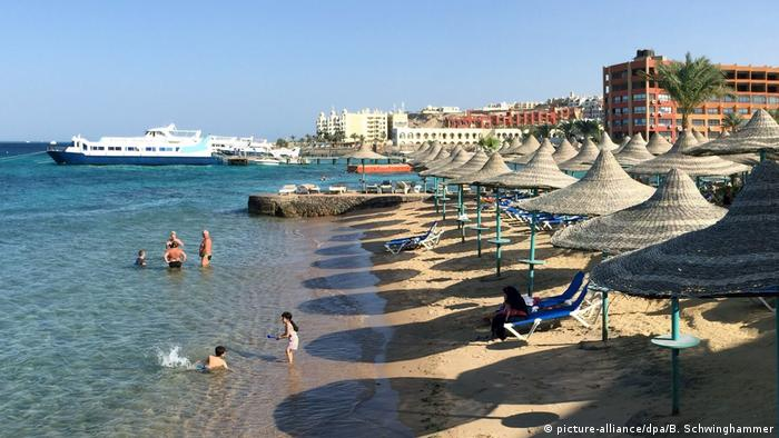The beach at Hurghada (picture-alliance/dpa/B. Schwinghammer)