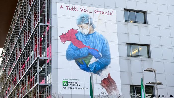Cartaz agradece a profissionais da saúde na Itália