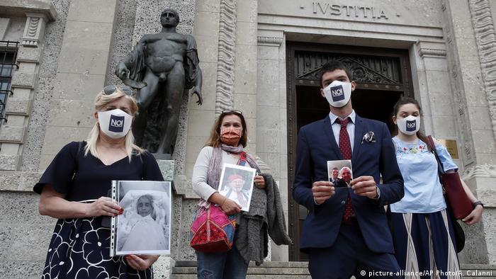 Laura Capella, Nicoletta Bosica, Stefano Fusco and Arianna Dalba of Noi Denunceremo (picture-alliance/AP Photo/A. Calanni)