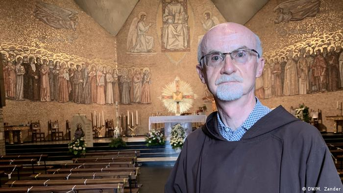 Brother Marco Bergamelli in Kapelle