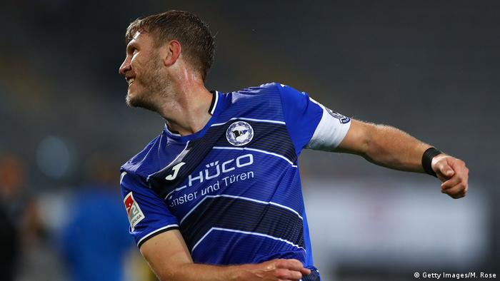 Fabian Klos of Bielefeld celebrates scoring his team's third goal during the Second Bundesliga match between DSC Arminia Bielefeld and SG Dynamo Dresden