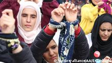 HATAY, TURKEY - MARCH 08: Women of International Conscience Convoy comprising people from over 50 countries, tie their hands to attract notice to Syrian women in prisons, as they gather at a fair area after their arrival in Hatay, Turkey on March 8, 2018. Thousands of Syrian women continue to languish in prisons in Assad regime-controlled areas of Syria, suffering unimaginable horrors, as the world marks International Women's Day. Erdal Turkoglu / Anadolu Agency | Keine Weitergabe an Wiederverkäufer.