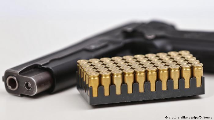 Handfeuerwaffen vom deutschen Waffenhersteller SIG Sauer (picture-alliance/dpa/D. Young)