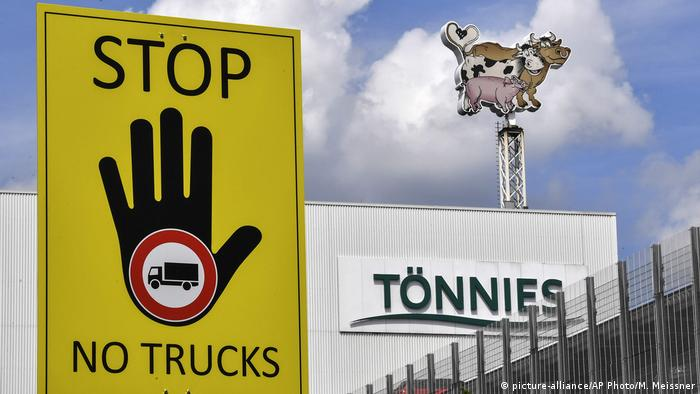 A sign outside the Tönnies slaughterhouse