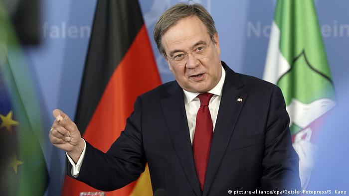 Deutschland Rheda-Wiedenbrück | Tönnies | Armin Laschet, Ministerpräsident NRW (picture-alliance/dpa/Geisler-Fotopress/S. Kanz)