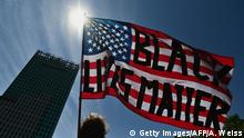 BdTD New York City | Juneteenth-Feier | US-Flagge mit BLM