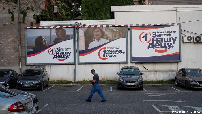 Соціологи прогнозують впевнену перемогу на виборах партії президента Сербії Александара Вучича