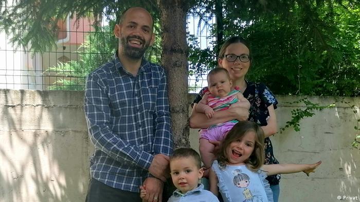 Lütfü Subaşıgüller, eşi Joy Anna Crow Subaşıgüller ve çocukları