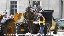 USA The Henry Wyatt Monument in North Carolina wird abgebaut