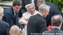 Deutschland Benedikt XVI. besucht Grab der Eltern in Regensburg