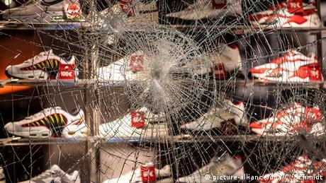DW: Νύχτα βίας και λεηλασιών στη Στουτγάρδη