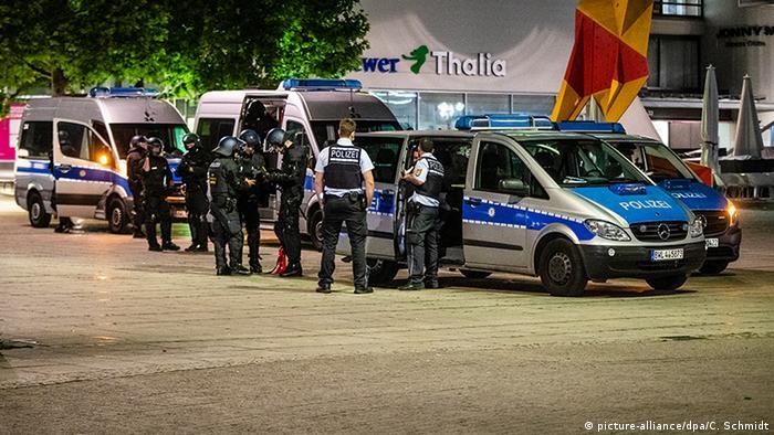 Вгамувати людей поліції вдалося лише після того, як прибули додаткові сили з інших міст