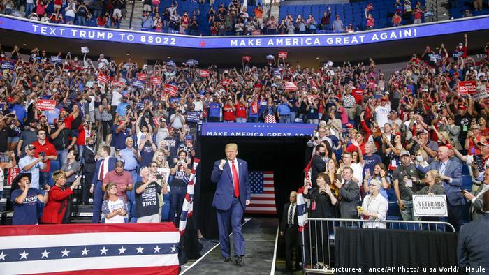 Дональд Трамп виступив перед прибічниками уперше від початку пондемії COVID-19 у США