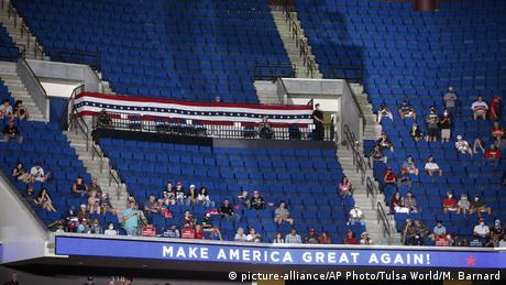 Tulsa US Präsident Trump   Wahlkampf (picture-alliance/AP Photo/Tulsa World/M. Barnard)