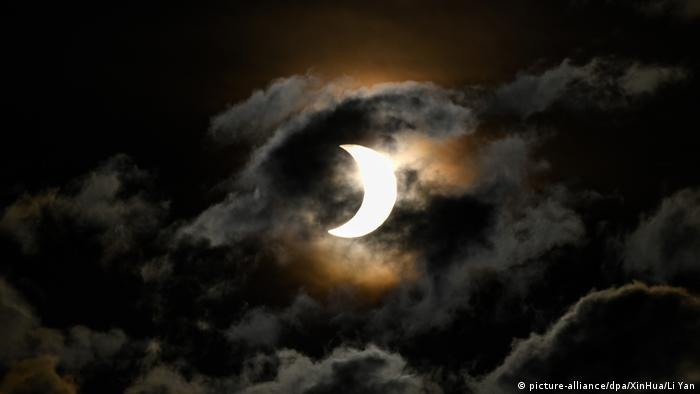 Clouds spoiled the eclipse for those watching from Nairobi, Kenya (picture-alliance/dpa/XinHua/Li Yan)