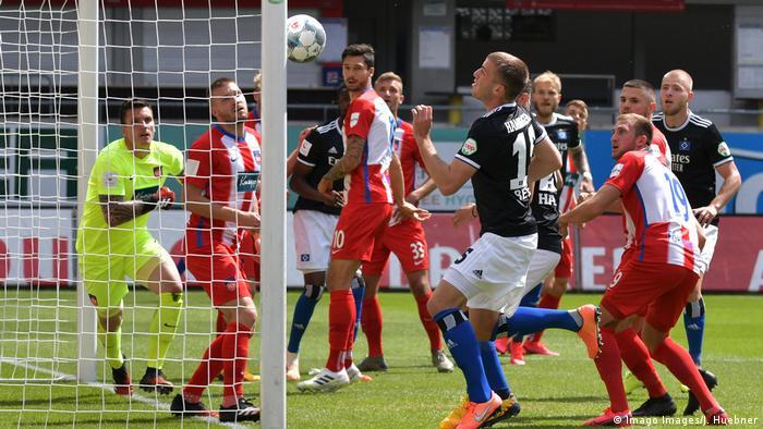 Fussball 2.Bundesliga, 1.FC Heidenheim - Hamburger SV emspor, v.l. Gideon Jung