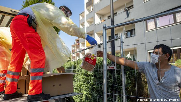 Снабжение продуктами находящихся под карантином жителей Ферля