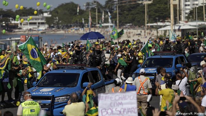 Brasilien Pro und Contra Bolsonaro Demonstration