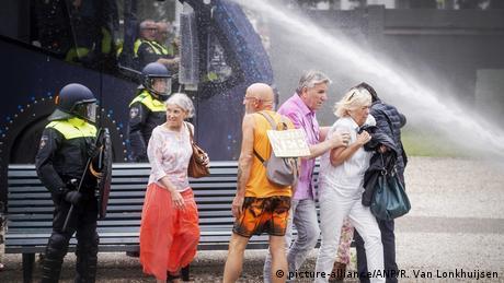 Niederlande Den Haag Proteste Coronamaßnahmen (picture-alliance/ANP/R. Van Lonkhuijsen)