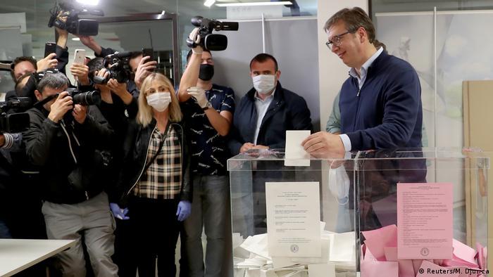 Wahlen in Serbien (Reuters/M. Djurica)