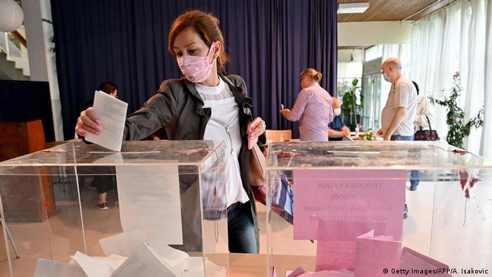 Вибори у Сербії стали першим голосуванням у європейській країні від початку пандемії COVID-19