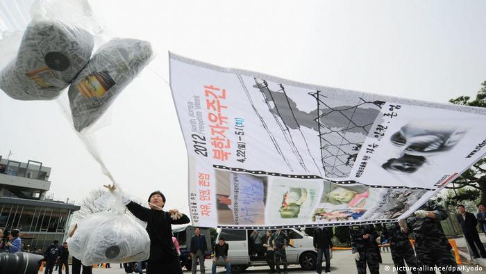 Geflüchtete Nordkoreander senden Flugblätter nach Nordkorea mit Hilfe von Ballons