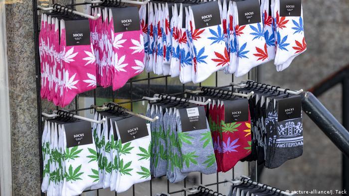 Verkauf von Socken mit Marihuana-Motiv in Amsterdam