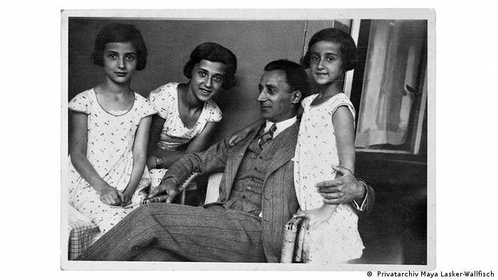 Vater Lasker mit seinen drei Töchtern, Familienfoto von 1931 ( Privatarchiv Maya Lasker-Wallfisch)