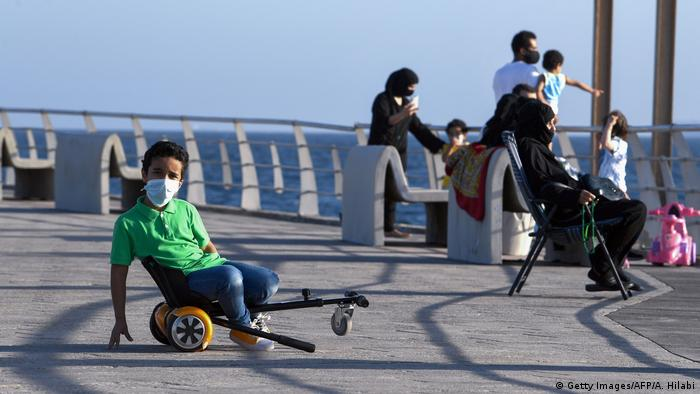 Saudi-Arabien | Coronavirus | Pandemie | Mundschutz (Getty Images/AFP/A. Hilabi)