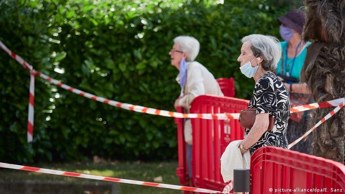 Los adultos mayores disfrutan con las actividades grupales, que ahora están suspendidas por la pandemia.