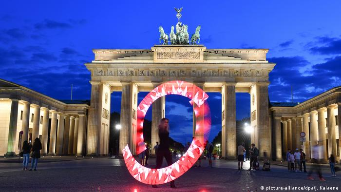 BdT mit Deutschlandsbezug |Aktion «Night of Light» - Berlin (picture-alliance/dpa/J. Kalaene)
