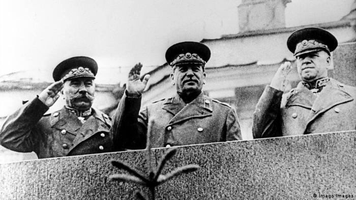 Russland Moskau Siegesparade 1945 Stalin und Schukow (Imago Images)