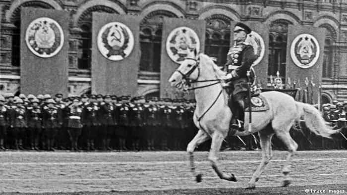 Russland Moskau Siegesparade 1945 Schukow (Imago Images)