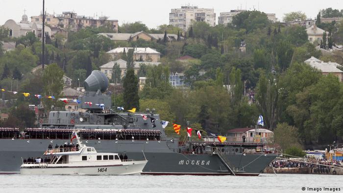 Російський ракетний крейсер Москва під час параду в окупованому Севастополі в травні 2019 року (архівне фото)