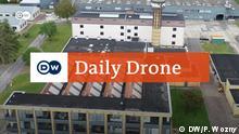 Titel: Daily Drone Schlagworte: #DailyDrone Wer hat das Bild gemacht?: Peter Wozny Wo wurde das Bild aufgenommen?: Fagus-Werk Als Luftaufnahme des Ortes mit DailyDrone - Logo