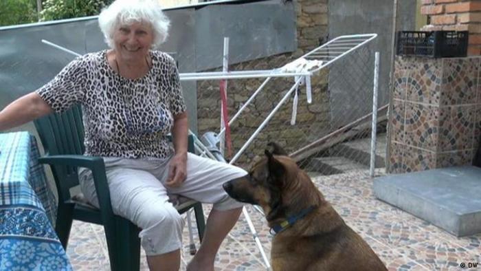 Заедно с кучето в къщата в родопското село Фатово