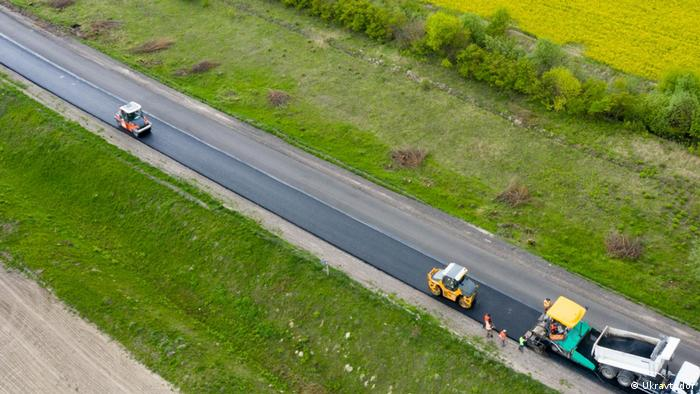 Володимир Зеленський зі своїм Великим будівництвом обіцяє відремонтувати усі державні дороги в Україні