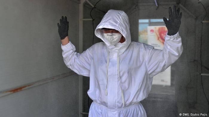 Serbien Nis | Coronavirus | Desinfektion medizinisches Personal