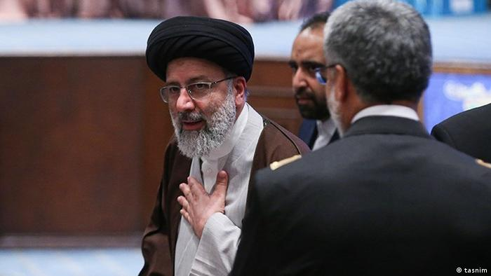 ابراهیم رئیسی، روحانی ۶۱ ساله، برای دومین بار خود را در انتخابات ریاست جمهوری نامزد کرده است. او در انتخابات ۲۰۱۷ انتخابات را به رئیس جمهور حسن روحانی باخت. او در سال ۲۰۱۹ از سوی آیتالله خامنهای به عنوان رئیس قوه قضائیه تعیین شد و از او به عنوان جانشین احتمالی خامنهای نیز سخن گفته میشود. رئیسی در دهه ۸۰ عضو نهادی موسوم به «کمیته مرگ» بود؛ کمیتهای که مسئول اعدام هزاران زندانی سیاسی بود.