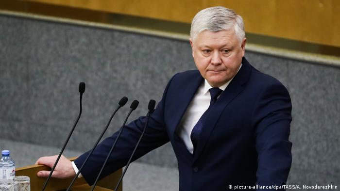 Vasily Piskaryov speaking to parliament