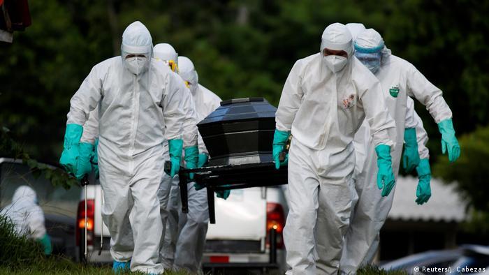 Coronavirus Bestattung der Toten in El Salvador (Reuters/J. Cabezas)