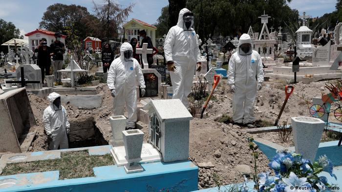 Coronavirus Bestattung der Toten in Mexiko (Reuters/H. Romero)