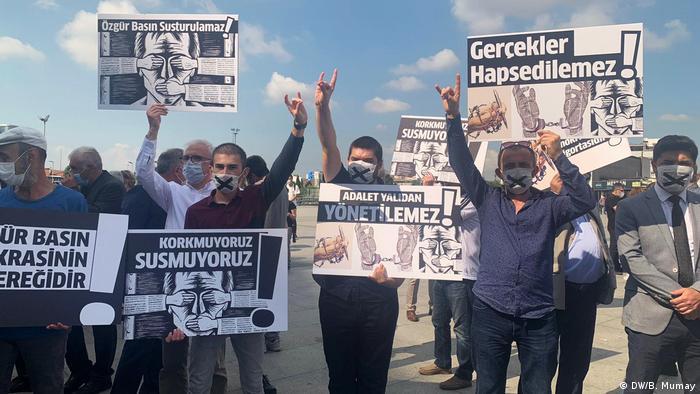 Proteste für Pressefreiteit und gegen Gerichtsverhandlung gegen Journalisten in Istanbul