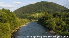 Ukraine, Carpathian mountains, Verkhoyna, Cheremosh River PUBLICATIONxINxGERxSUIxAUTxHUNxONLY RUNF01294