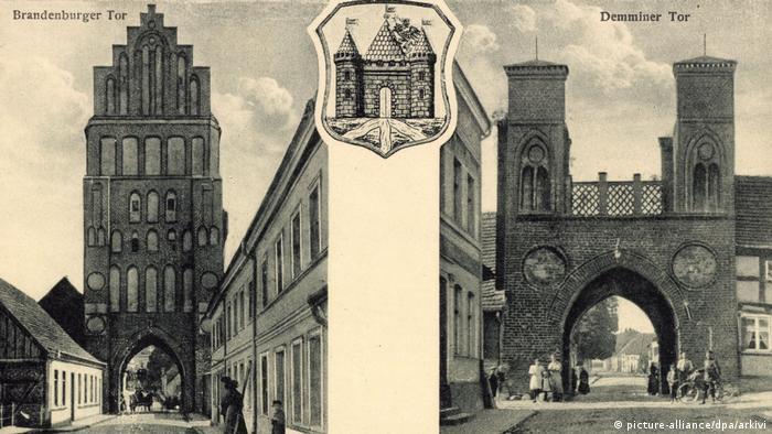 Бранденбургские ворота в Альтентрептове - слева на старой почтовой открытке