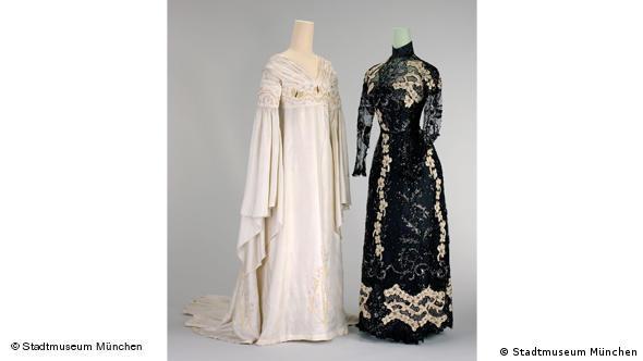 Слева - платье для приемов, ок. 1905 г. Справа - вечернее платье, после 1900 г.