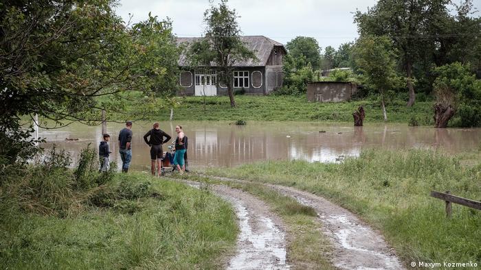В уряді пообіцяли фінансово допомогти постраждалим від повеней