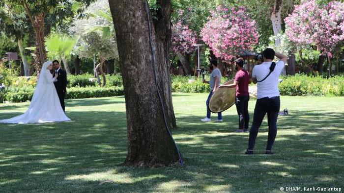 Ankara'da alınan ek önlemler çerçevesinde açık hava düğünleri iki saatle sınırlandırılacak.
