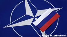 Symbolbild | NATO Fahne und Rußland Flagge